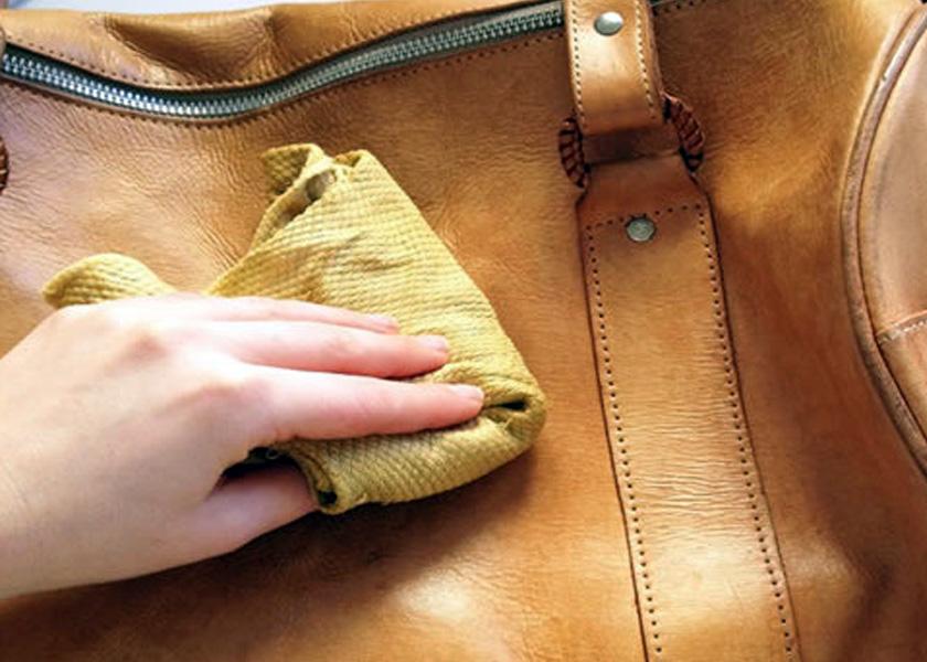 passe pano úmido para conservar pano de couro